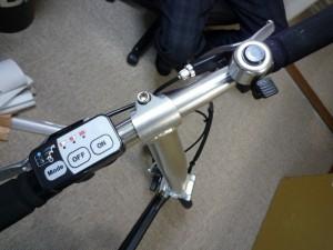 電動アシストを制御するボタン(ハンドル左部)